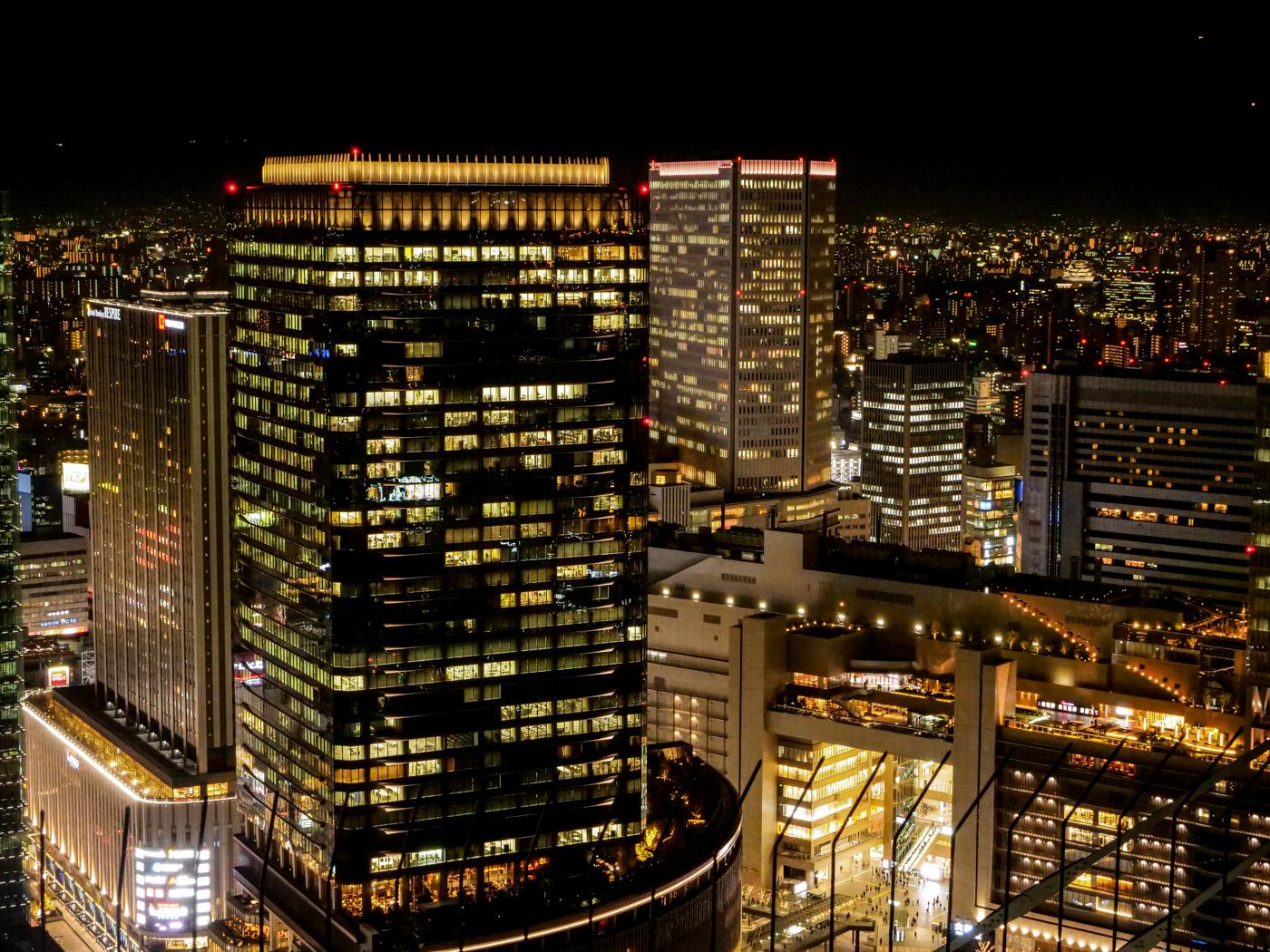 梅田スカイビルから俯瞰した大阪駅