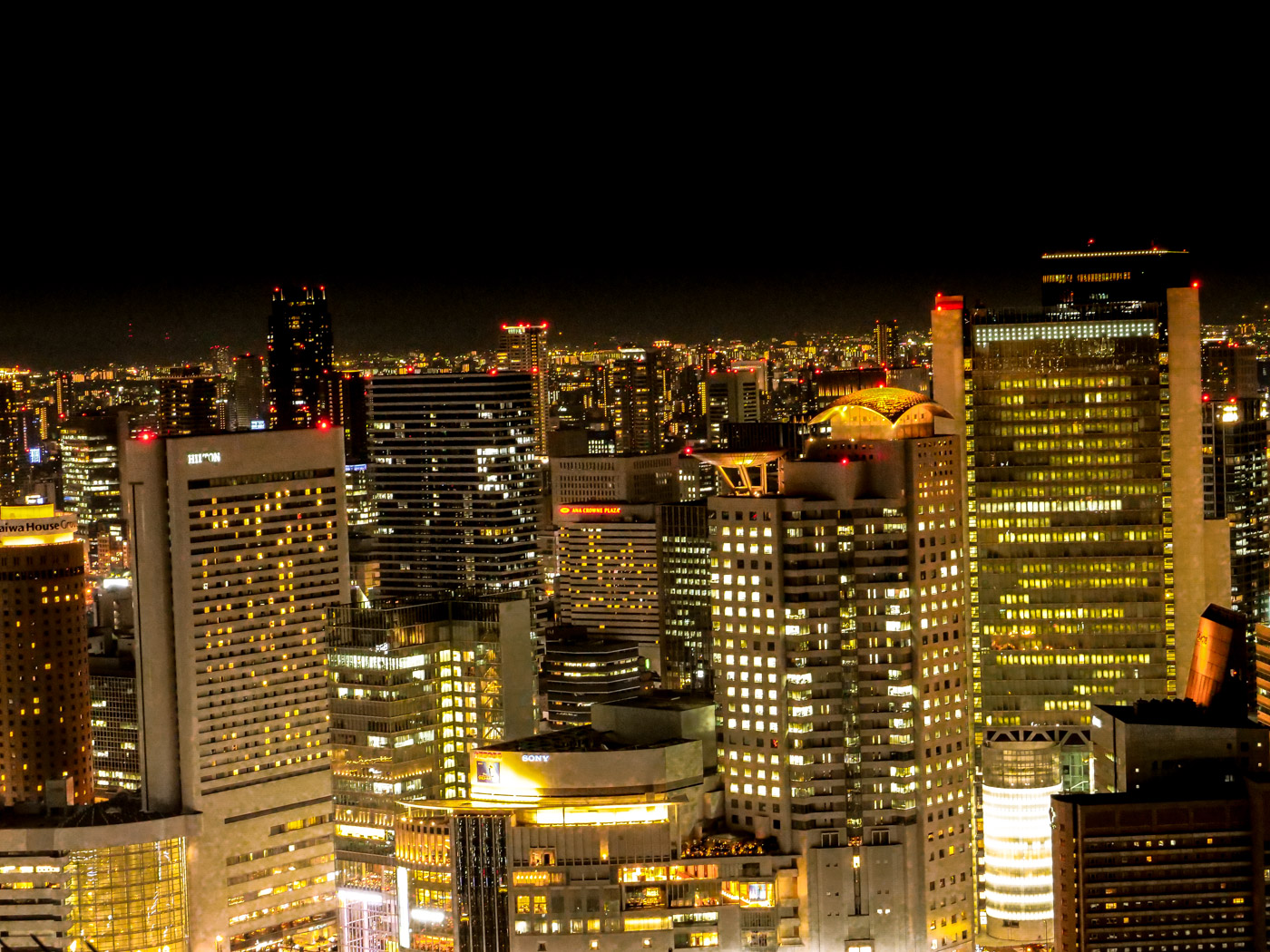 梅田スカイビルから見るヒルトン大阪